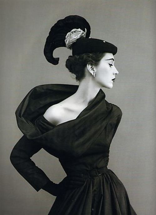 PHOTOS OF SINGLE GIRLS 60'S DRESSES