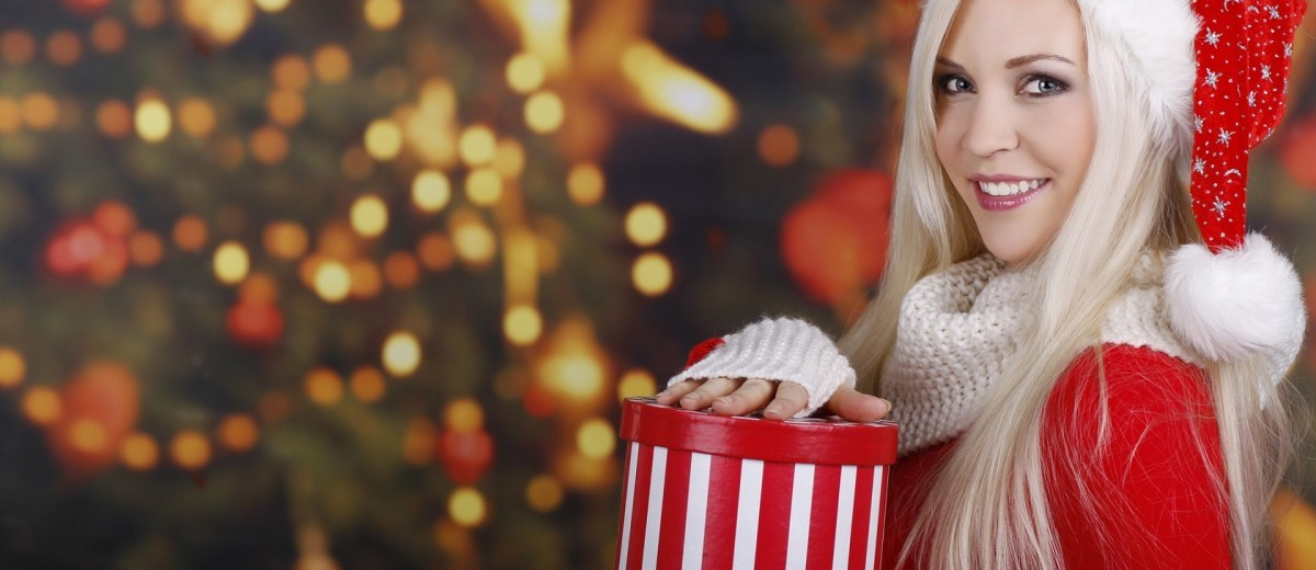 christmas-tree-santa-claus-blonde-girl-smile-gift-winter-1200x520