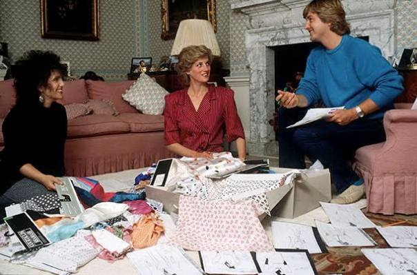 LONDON, UNITED KINGDOM - AUGUST 06: David & Elizabeth Emanuel With Princess Diana Looking At Designs And Fabrics In Her Sitting Room At Kensington Palace. They Were Planning Her Outfits For A Forthcoming Tour Of The Gulf States (Photo by Tim Graham/Getty Images)