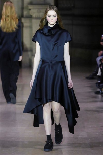 Moon Young Hee Fashion Show, Ready To Wear Collection Fall Winter 2016 in Paris